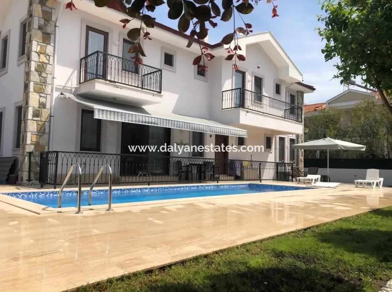 Villa Turquoise - 4 Bedroom, 5 Bedroom Private Villa , 5 Minutes Walking Distance To Town Centre.